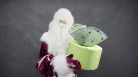 Santa Claus przedstawia prezent zbiory wideo
