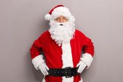 Santa Claus que levanta na frente de uma parede foto de stock royalty free