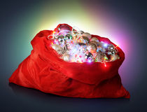 Santa Claus röd påse med jultoys Fotografering för Bildbyråer