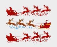 Santa Claus ritter i släden som dras av renen Jul xmas-begrepp Konturvektorillustration Arkivbilder