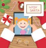 Santa Claus rymmer minnestavlan och har konversation med unga flickan och en bokstav för santa i komiskt moln royaltyfri illustrationer