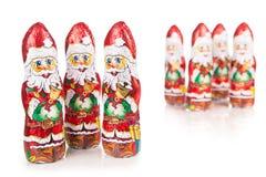 Santa Claus-Schokoladenfiguren Rote Rotwild getrennt Stockbilder