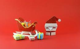 Santa Claus se apresura al día de fiesta Imagen de archivo libre de regalías