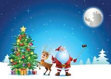 Santa Claus selfie z rogaczem i choinka przed wysyłamy prezent obrazy stock