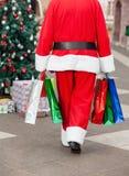 Santa Claus With Shopping Bags Walking binnen royalty-vrije stock foto's