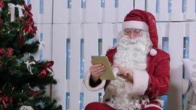Santa Claus Is Sit & dito fino alla compressa di Digital archivi video
