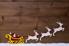 Santa Claus Sled With Reindeer, neige Photographie stock