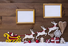 Santa Claus Sled ren, snö, julgarnering, ramar Arkivfoto