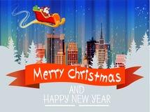 Santa Claus Sleigh Reindeer Fly Sky au-dessus de carte de nouvelle année de Noël d'horizon de neige de paysage urbain de vue de n Image stock