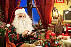 Santa Claus and smartphone Royalty Free Stock Photography