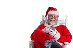 Santa Claus som använder mobiltelefonen Royaltyfri Bild