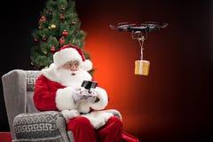 Santa Claus som använder surret Fotografering för Bildbyråer