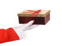 Santa Claus som ger julklapp till kvinnan Fotografering för Bildbyråer