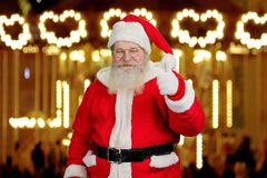 Santa Claus som ger upp tummen Arkivbilder