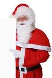 Santa Claus som pekar på jul på det tomma banret med copyspace Royaltyfri Bild