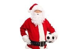 Santa Claus som rymmer en fotbollboll Royaltyfri Fotografi