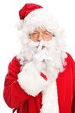 Santa Claus som rymmer ett finger på hans kanter Arkivfoton