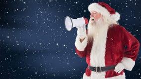 Santa Claus som skriker i en megafon som kombineras med fallande snö stock video