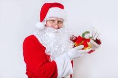 Santa Claus sonnant une cloche sur un fond blanc Temps de Noël image libre de droits