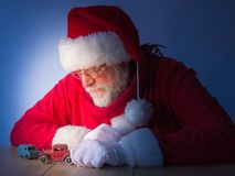 Santa Claus-Spiele mit Weinlesespielwaren Weihnachten Lizenzfreies Stockfoto
