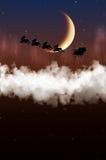 Santa Claus sta volando su un fondo della luna Fotografie Stock Libere da Diritti