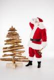 Santa Claus stanca con l'albero di Natale Immagine Stock Libera da Diritti