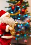 Santa Claus-stuk speelgoed het spelen gitaar Stock Foto