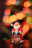 Santa Claus su un fondo delle luci Immagini Stock Libere da Diritti
