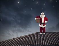 Santa Claus su un tetto Fotografia Stock Libera da Diritti