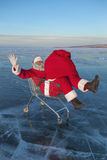 Santa Claus sul ghiaccio del lago di inverno Fotografie Stock Libere da Diritti