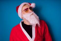 Santa Claus sur un fond bleu Bonne année et Joyeux Noël ! images libres de droits