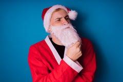 Santa Claus sur un fond bleu Bonne année et Joyeux Noël ! photo libre de droits