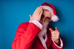 Santa Claus sur un fond bleu Bonne année et Joyeux Noël ! photographie stock