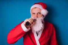 Santa Claus sur un fond bleu Bonne année et Joyeux Noël ! photos libres de droits