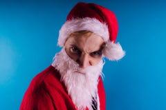 Santa Claus sur un fond bleu Bonne année et Joyeux Noël ! photographie stock libre de droits