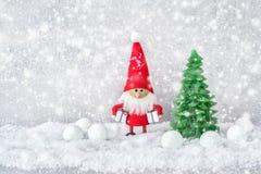 Santa Claus tło z Bożenarodzeniową dekoracją i śniegiem kopia zdjęcia stock