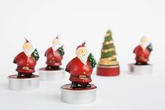 Santa Claus, Teelichter, Weihnachtszeit Lizenzfreie Stockfotos