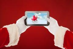 Santa Claus tient le plat avec la photo d'a Photos stock