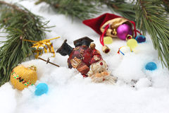 Santa Claus a toda prisa para la Navidad fotografía de archivo
