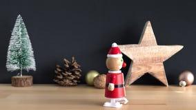 Santa Claus tombe de la table banque de vidéos