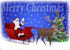 Santa Claus in una slitta ha tirato dalla renna verso l'albero di Natale Fotografia Stock