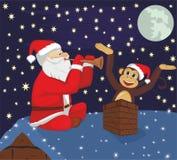 Santa Claus und Affe auf Dach Lizenzfreie Stockfotografie