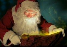 Santa Claus und der magische Sack lizenzfreie stockfotografie