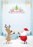 Santa Claus und Ren, die Champagne, Rahmen und Hintergrund trinken Lizenzfreie Stockfotos