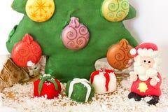 Santa Claus- und Weihnachtsbaum gemacht vom Lebkuchen Lizenzfreies Stockbild