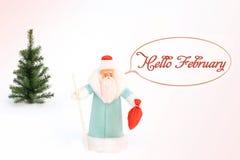 Santa Claus- und Weihnachtsbaum im Schnee postkarte lizenzfreie stockbilder