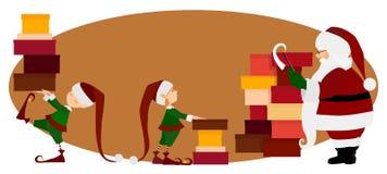 Santa Claus- und Weihnachtselfen mit Geschenken Stockfotos