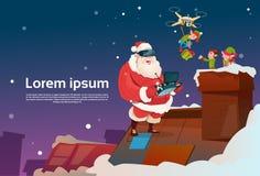 Santa Claus Wear Virtual Reality Glasses Elfs en el tejado, presente de la entrega del abejón, día de fiesta de la Navidad del Añ Fotografía de archivo libre de regalías