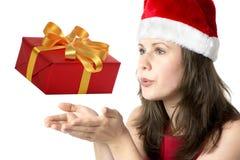 Santa Claus Woman con il regalo Fotografie Stock Libere da Diritti