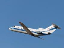Santa Claus wordt getrokken op een vliegtuig, Rusland Royalty-vrije Stock Foto